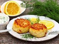 Пържени кюфтета от бяла риба със сметана, яйце и лук